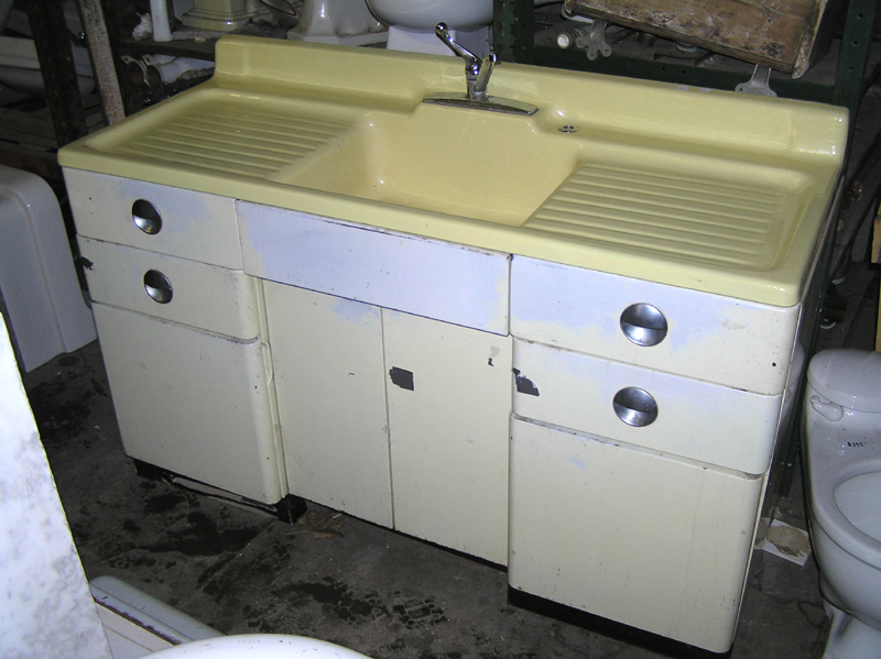 Vintage Farmhouse Kitchen Sink : ... photo to see how Joe used the Elkay drainboard sink in his kitchen