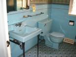 Alice's blue 50s bathroom
