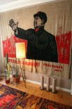 And what better mid-century dictator to adorn your wall than Chairman Mao? (no I'm not a communist, just a communist kitsch lover!)