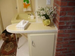 Yellow Bathroom counter 002