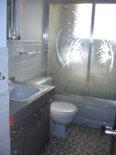 shellys-gray-bathroom-lead