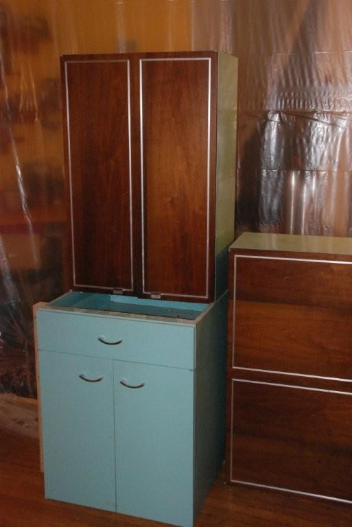 Erika 39 s metal kitchen cabinets with wood doors retro renovation - Retro kitchen cupboard doors ...