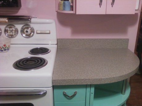 karmis-pink-and-aqua-kitchen