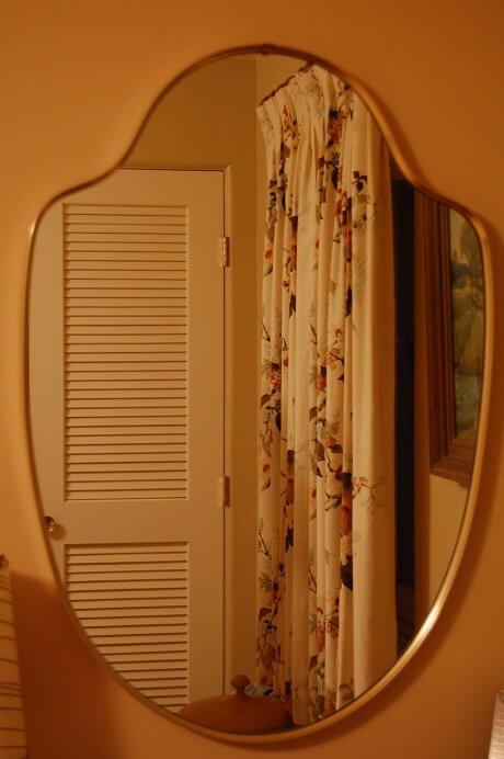 bedroom-mirror