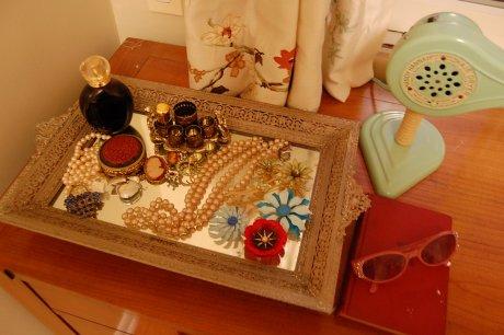 mirrored-tray
