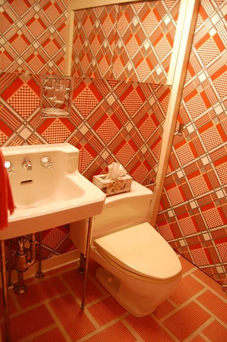 70s-bathroom-wallpaper