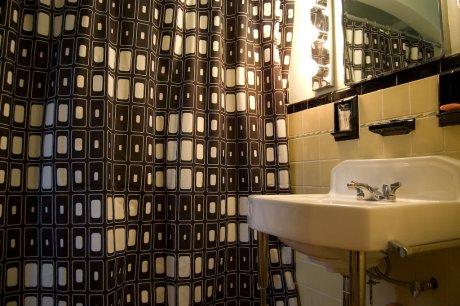 Rachel and Brian's 1920s bathroom - Retro Renovation