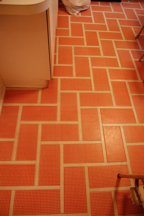 mod-red-kitchen-floor