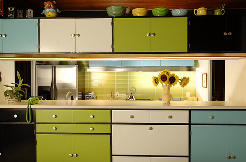 Kitchen remodel designs multi colored kitchen cabinets - Pintar muebles de formica ...