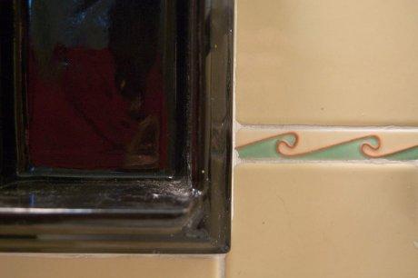 wavy-green-orange-tile-liner