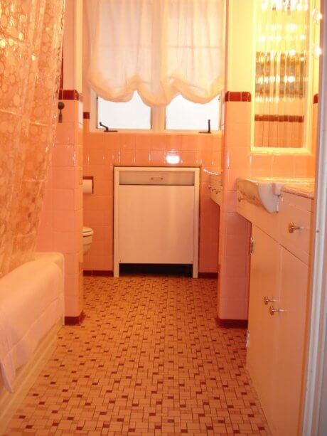 Sheila defender of old pink bathrooms retro renovation for Salmon bathroom ideas