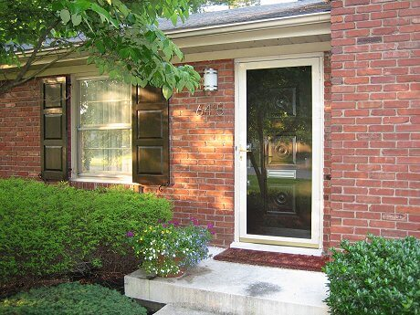 Improve your home 39 s curb appeal with shutters how to for Brick houses without shutters