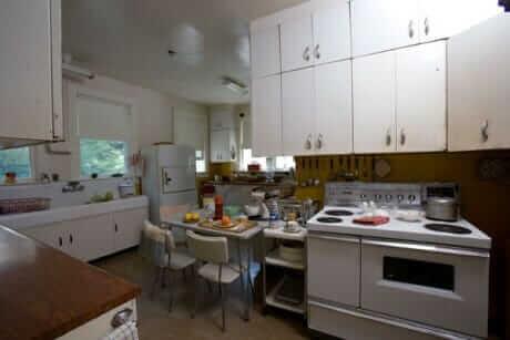 1945-kitchen-at-the-carl-sandburg-house
