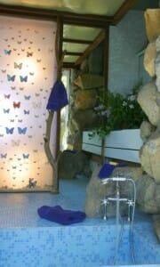 russel-wright-manitoga-retro-butterfly-screen-bathroom