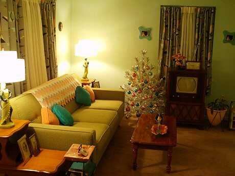 Design ideas from 7 mid century living rooms retro for Living room xmas ideas