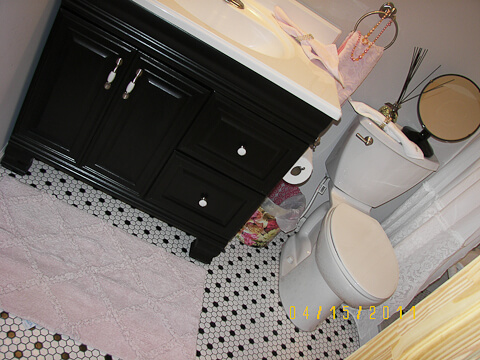 black and white 1940s style bathroom