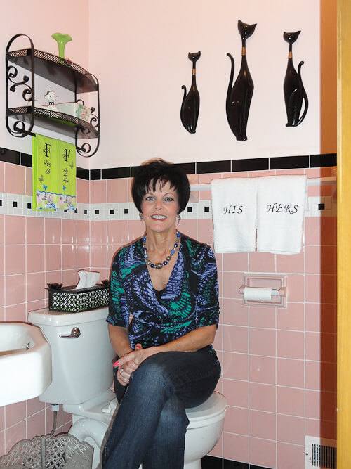 Janice adds a 1950s pink bathroom to her mid century house -- from