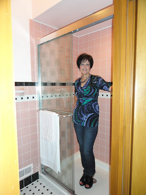 Janice Adds A 1950s Pink Bathroom To Her Mid Century House