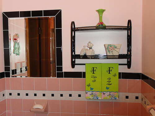 pink and black bathroom