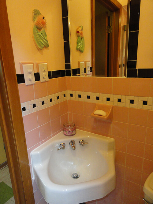 Janice adds a 1950s pink bathroom to her mid century house for Pink bathroom tile from the 1950 s