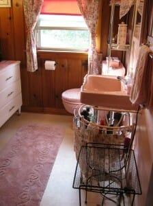 lynnes knotty pine pink bathroom