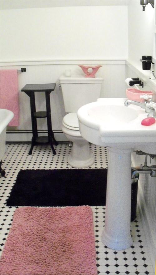 vintage style black and white bathroom