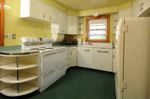 The 1950 time capsule kitchen in New Hampshire, spotted on the Forum, posted from craigslist
