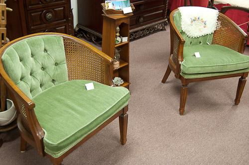 green cushion chair
