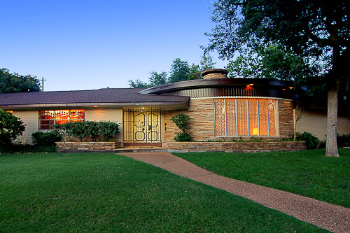 beautiful midcentury modern house in historic houston