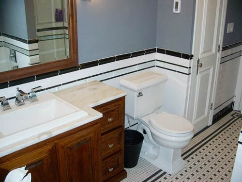 Vintage black and white subway tile bathroom