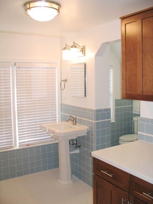 vintage-retro blue and white-tile-bathroom