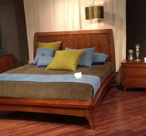 Broyhill-mardella-bed-and-end-table
