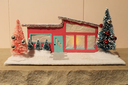 http://retrorenovation.com/wp-content/uploads/2012/10/Mini-ranch-christmas-house.jpg