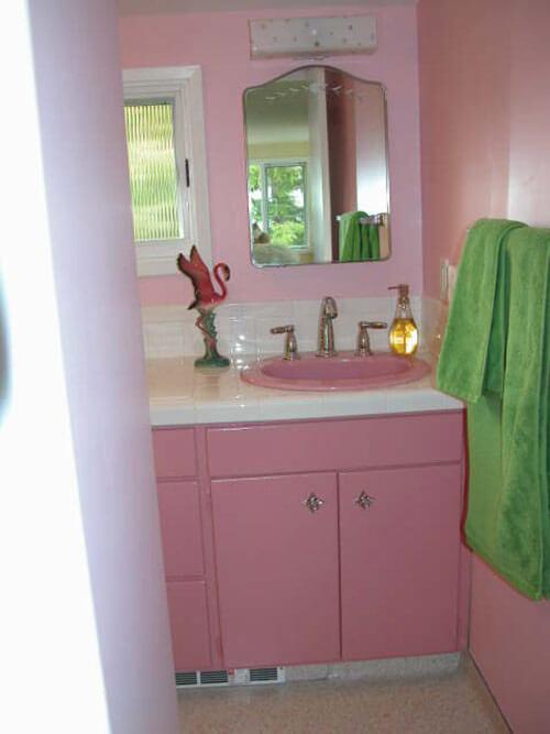 Pink-Bathroom-retro