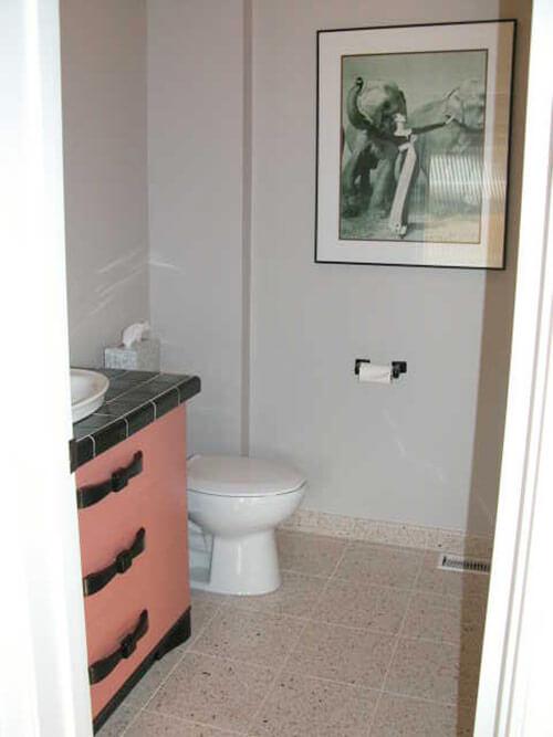 black-and-coral-vintage-modern-bath