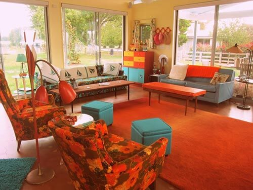 orange-and-turquoise-retro-den