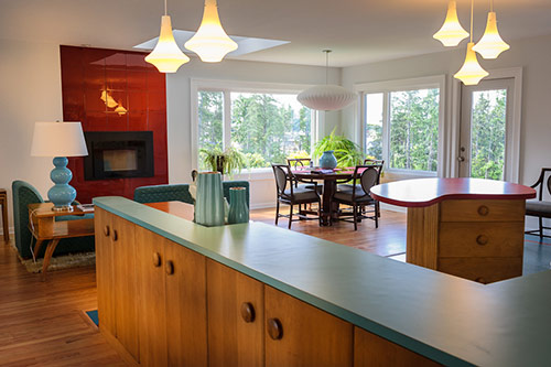 red-and-aqua-kitchen-dining-room