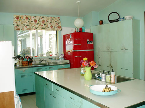 Nancy 39 S Metal Kitchen Cabinets Get A Fresh Coat Of Paint And Lots Of