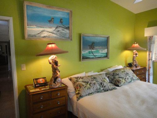 retro-tiki-island-bedroom