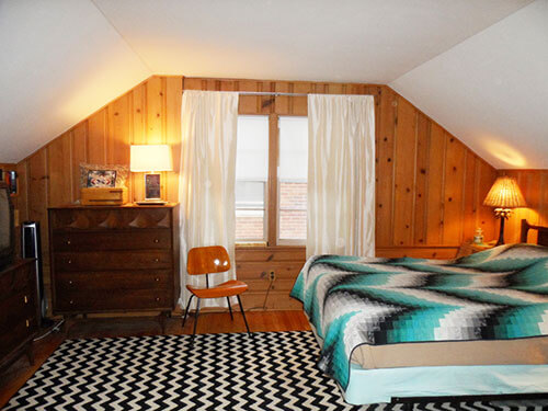 knotty-pine-bedroom-brasilia