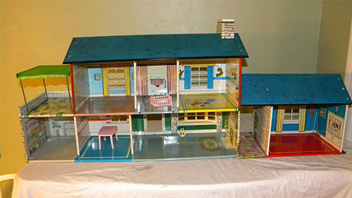 Rare-tin-dollhouse-with-bomb-shelter