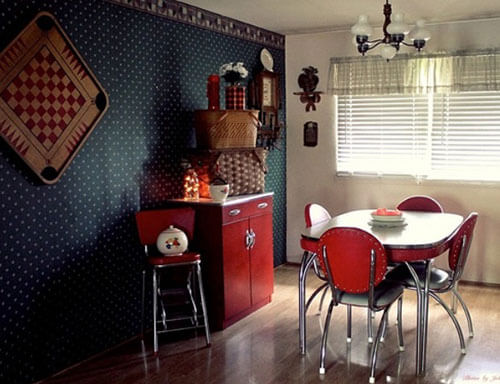 Retro-red-and-chrome-dinette