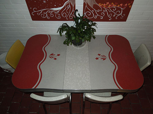 red-white-and-grey-cracked-ice-inlaid-dinette