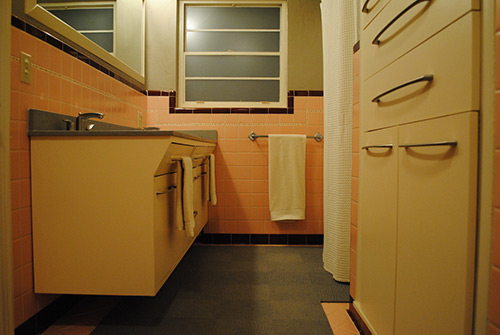 retro-remodeled-pink-and-grey-bathroom