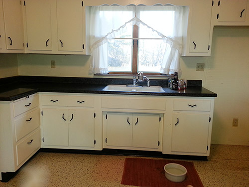 Kitchen design and decorating ideas for a vintage black for White and black kitchen designs