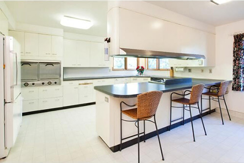 white-mid-century-kitchen