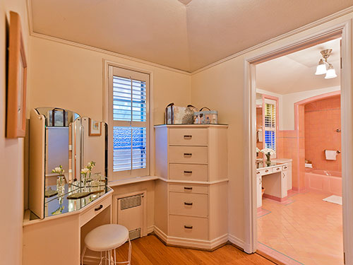 1940s-pink-ceramic-tile-bathroom-and-dressing-area