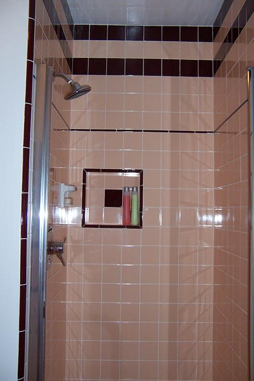mid-century-shower-tiled-with-B&W-tile-peach