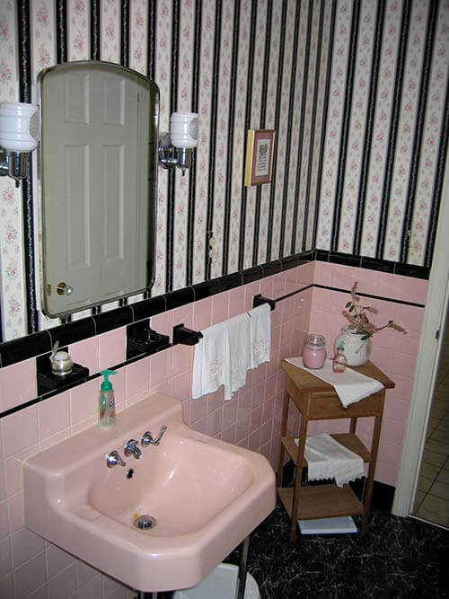 pink-vintage-bath-before-2