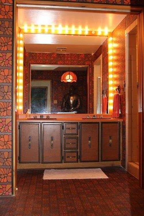 brady-bunch-retro-bathroom